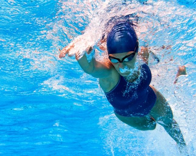 article-tonifica-y-refresca-tu-cuerpo-en-el-agua-5559e55870a11