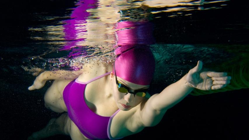nadar-crol-subacuatica-rolido-entrada-mano